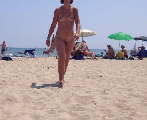 les seins de sa femme à la plage