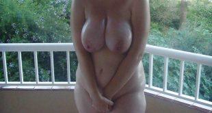 Les gros seins d'une femme pulpeuse
