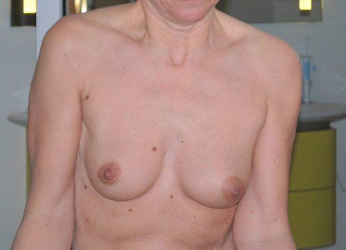 adore ses petits seins