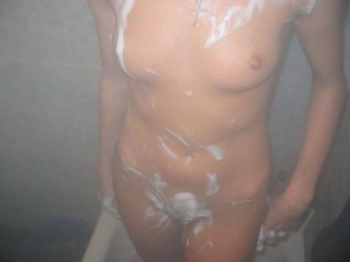 A poil sous la douche