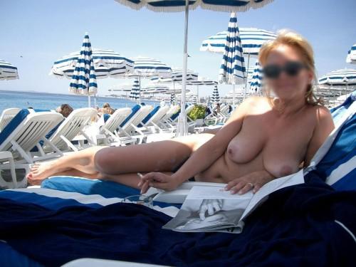 Femme mature topless