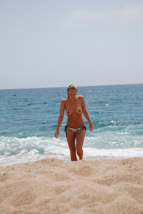 Sa copine topless