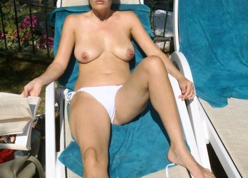 Topless sur son balcon