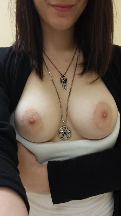 Beaux seins bien blancs