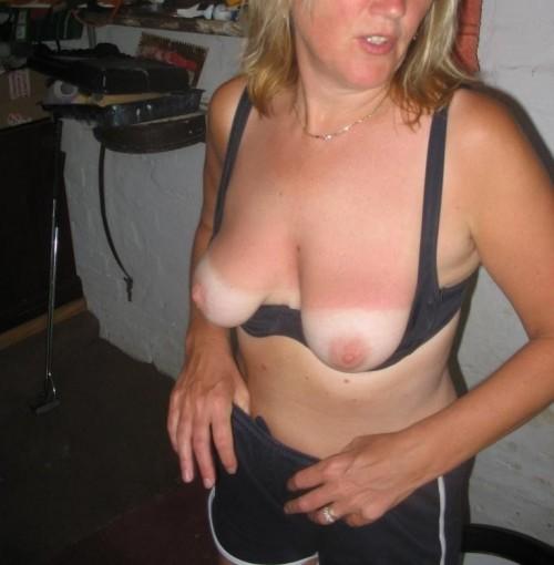 La poitrine de sa femme