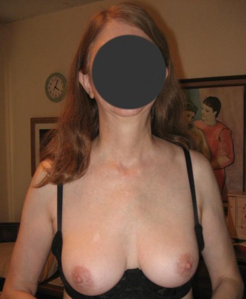 Les beaux seins d'une femme mature