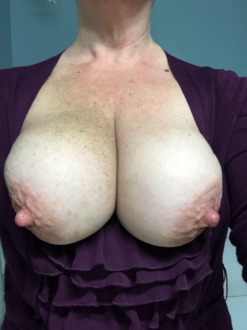 Enorme poitrine mature