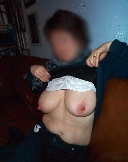 Les gros seins d'une femme mature