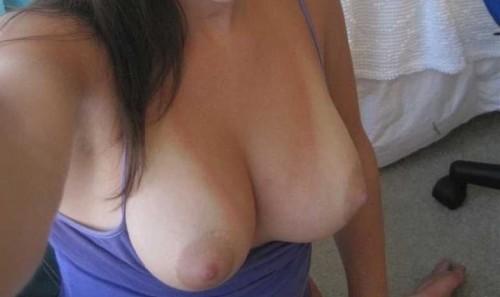 ses seins au dessus de son top