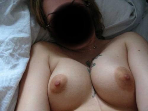 tatou entre les seins