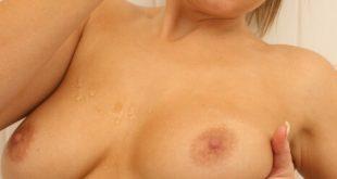 Petits seins sexy