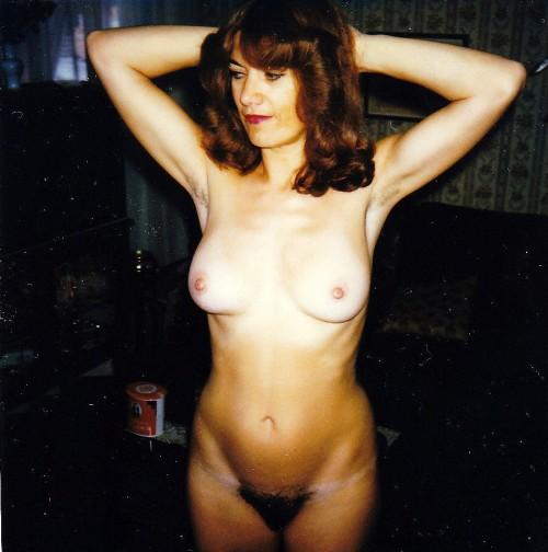 Marie exhibe sa belle paire de seins