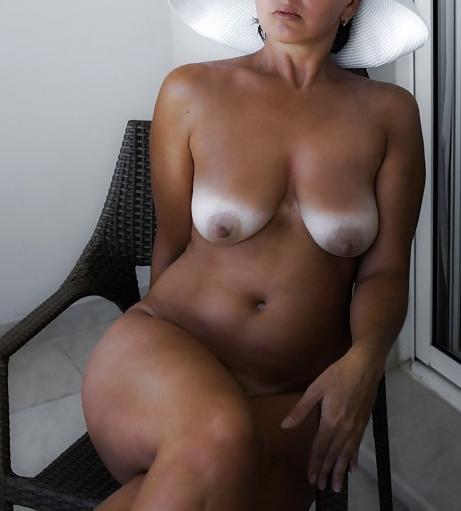 Les seins d'une femme mature
