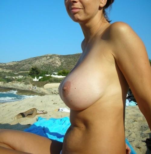 Sa femme topless