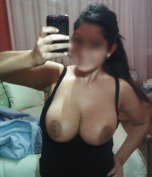 A pris en photo ses gros seins