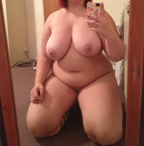 les gros seins d'une grosse